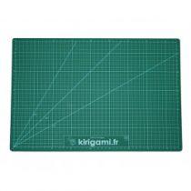 Tapis de coupe quadrillé 22x30 opaque verte